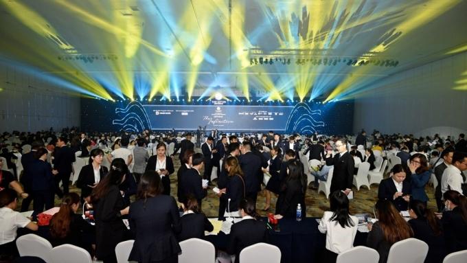 Đông đảo khách hàng tham gia dự lễ ra mắt dự án The Aston Luxury Residence hôm 22/11.