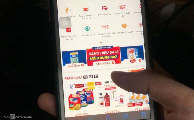 Một trong các sàn thương mại điện tử có lượt truy cập và mua bán lớn nhất tại Việt Nam. Ảnh: Quỳnh Trang.