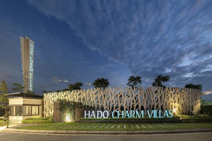 Hado Charm Villas nổi bật tại vị trí nút giao giữa Đại lộ Thăng Long và đường Liên khu 8