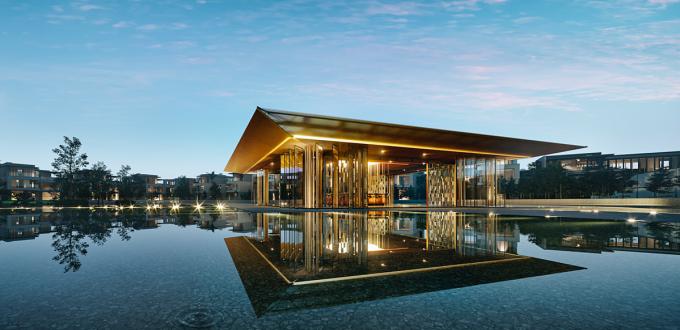 Clubhouse cùng hồ nước tràn với không gian yên tĩnh cho cảm giác thư giãn, tái tạo năng lượng. Ảnh phối cảnh: SwanCity.