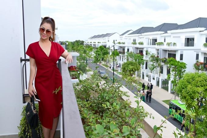 Minh Tuyết thích môi trường sống tại Aqua City vì nhiều mảng xanh, tạo cảm giác yên bình, đa dạng tiện ích cho người lớn lẫn trẻ em.
