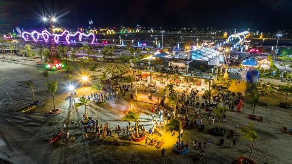"""""""Thành phố không ngủ"""" Phương Đông luôn sáng đèn suốt đêm và trở thành nơi diễn ra nhiều sự kiện lớn tại Vân Đồn."""
