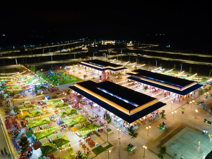 Khu thương mại về đêm Phú Thiên Kim được phát triển thành trung tâm mua sắm đẳng cấp cùng hàng loạt hoạt động văn hoá, giải trí đặc sắc. Ảnh: Cát Tường Group.