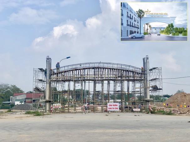 Cổng chào tiểu khu Thiên Long bề thế và ấn tượng đã hoàn thành phần thô. Ảnh: PV