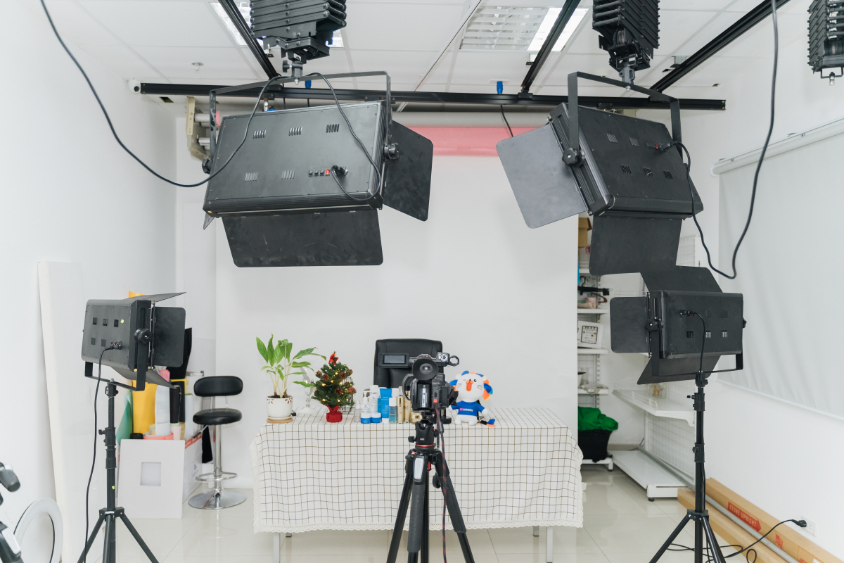 Bên trong studio livestream bán hàng ở Việt Nam