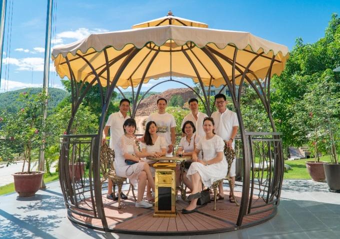 Khách hàng trải nghiệm các tiện ích tại Ivory Villas & Resort.