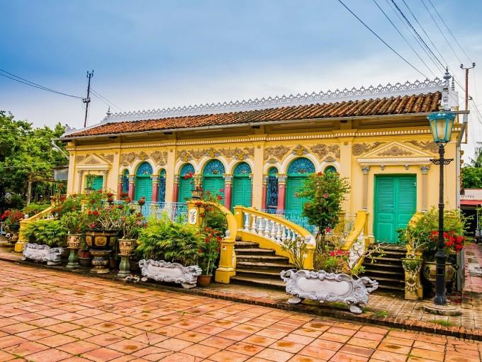 Nhà cổ Bình Thủy là điểm đến thu hút du khách trong và ngoài nước khi ghé đến Cần Thơ. Ảnh: Shutterstock.