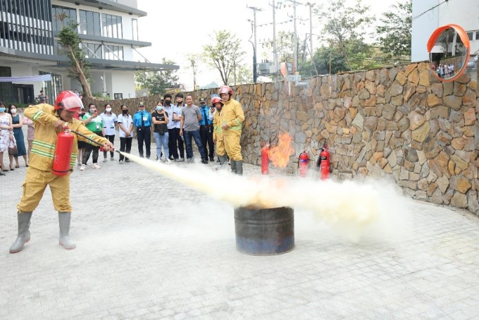 Hướng dẫn chữa cháy bằng bình CO2.