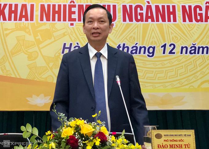 Thống đốc Đào Minh Tú chia sẻ tại họp báo sáng 24/12. Ảnh: Quỳnh Trang.