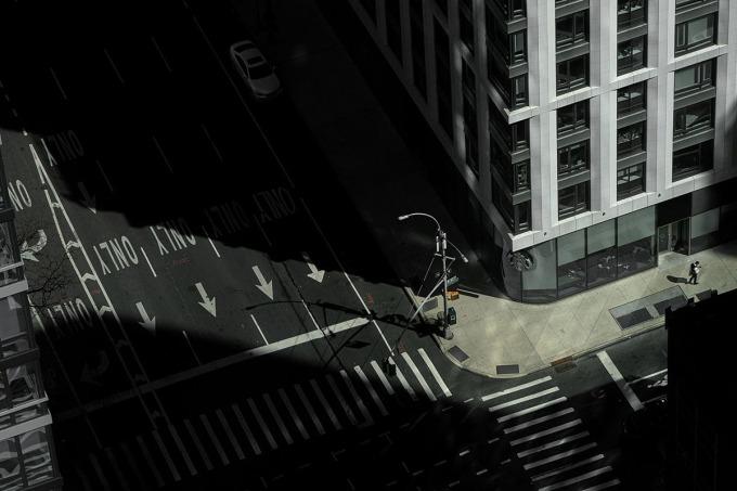 Covid đã dọn sạch những con phố thường bận rộn của Manhattan. Ảnh: Reuters.