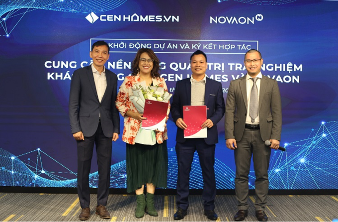 Đại diện Cen Homes và Novaon tại lễ ký kết.
