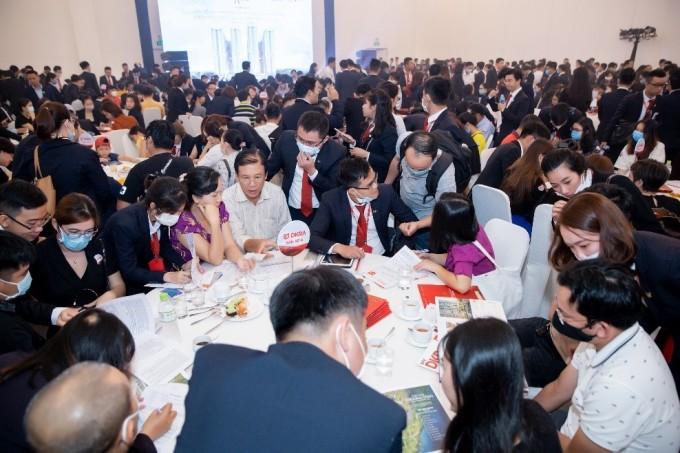 Hàng trăm khách hàng quan tâm dự án Astral City tham gia sự kiện ngày 27/12. Ảnh: Tập đoàn Danh Khôi.