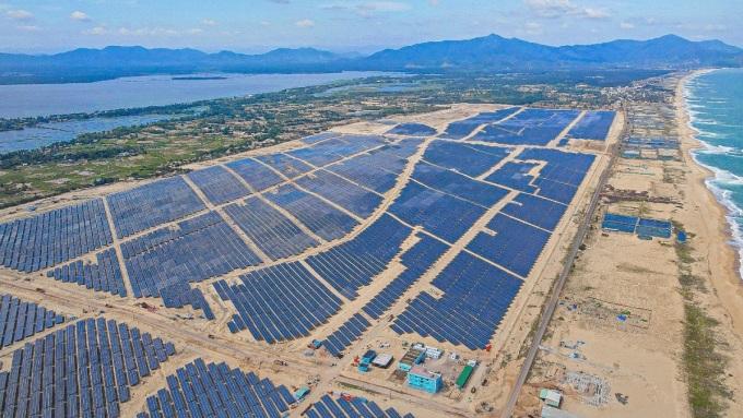 Nhà máy năng lượng mặt trời có quy mô lớn tại Bình Định với tổng mức đầu tư hơn 6.200 tỷ đồng, xây dựng trên diện tích 380 ha. Ảnh: BCG Energy.
