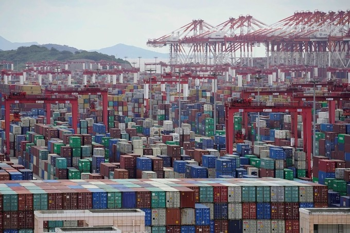 Cảng nước sâu Yangshan tại Thượng Hải vào tháng 10/2020. Ảnh: Reuters.