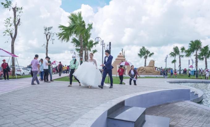 Công viên cảnh quan tại dự án Cát Tường Western Pearl 2 thu hút đông đảo người dân đến vui chơi. Ảnh: Cát Tường Group.