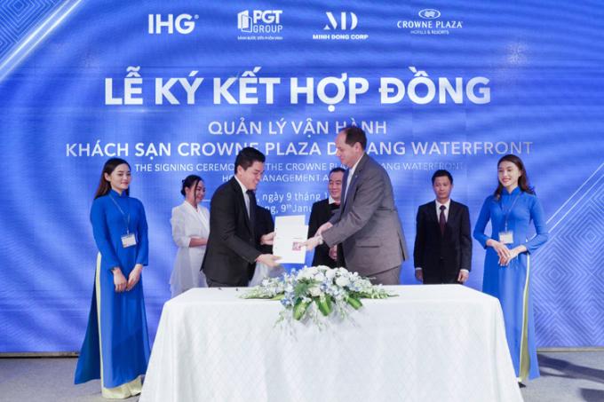 Ông Lê Anh Triệu - Chủ tịch, Tổng giám đốc PGT Group ký kết chiến lược với đại diện IHG, đơn vị quản lý vận hành khối khách sạn 5 sao.