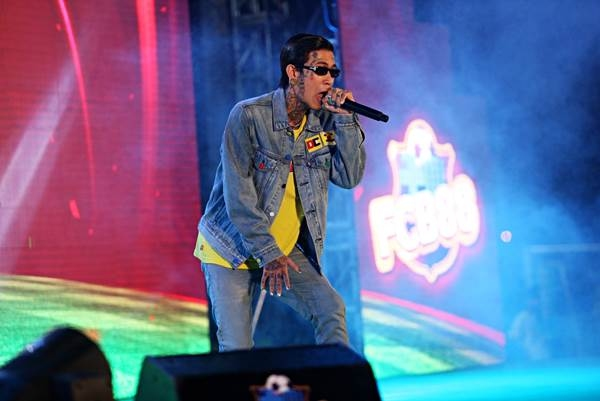 Đặc biệt, sân khấu của Siêu hùng tranh đấu còn bùng nổ với những màn trình diễn của quán quân Rap Việt 2020 - Dế Choắt.