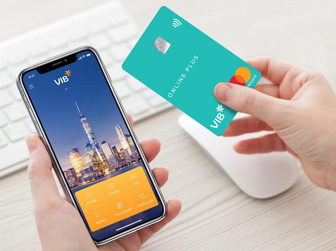 Ứng dụng ngân hàng số MyVIB và thẻ Online Plus là những sản phẩm nổi bật của VIB năm qua. Ảnh: VIB.