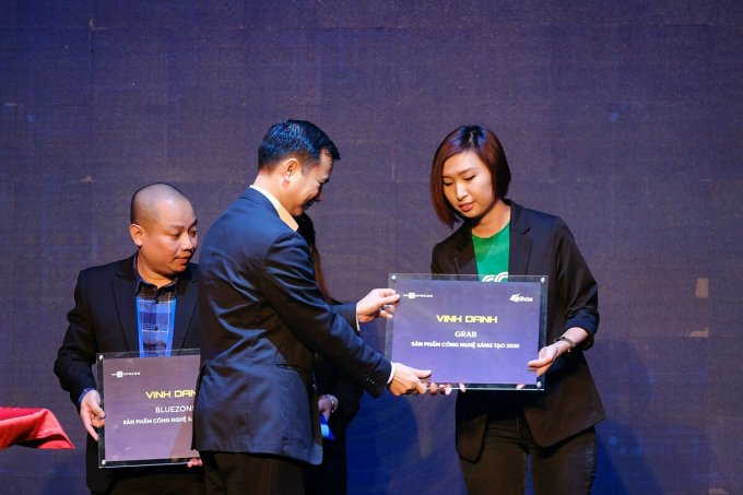 Đại diện Grab nhận vinh danh sản phẩm startup tại Tech Awards 2020. Ảnh: Tech Awards.