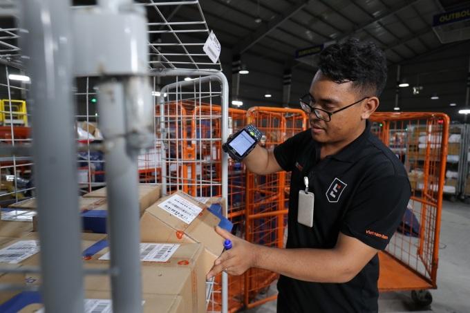 Logistics là một trong những thế mạnh của Lazada trong việc cung cấp dịch vụ tối ưu cho nhà bán hàng và người mua. Ảnh: Lazada Việt Nam.