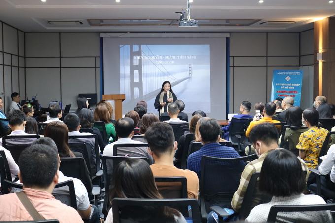 Bà Nguyễn Phi Vân chia sẻ tại buổi hội thảo Khởi nghiệp với mô hình nhượng quyền thương mại do ITPC tổ chức hôm 22/1. Ảnh: ITPC.