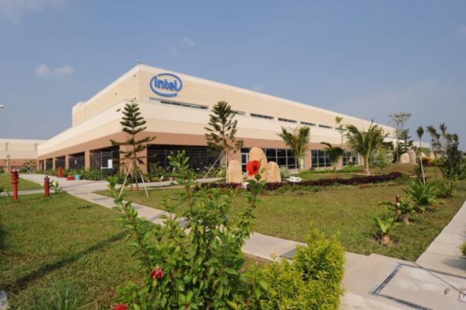 Một góc nhà máy Intel tại SHTP. Ảnh: IPV.