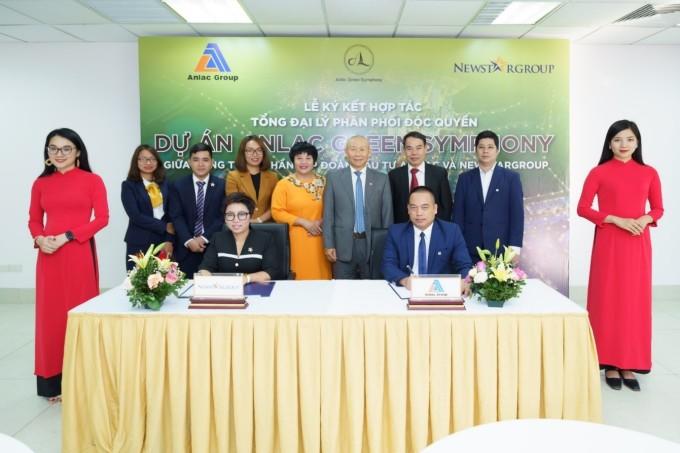 Chủ đầu tư Anlac Group trong lễ ký kết hợp tác phân phối dự án Anlac Green Symphony. Ảnh: Anlac Group.