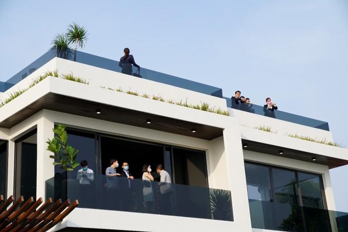 Khách hàng tham quan biệt thự mẫu PGA Golf Villas - NovaWorld Phan Thiet trong buổi triển lãm du thuyền, canô... tháng 1/2021. Ảnh: Novaland.