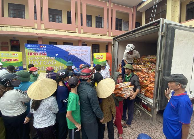 Người dân tại huyện nào, tỉnh nào (NHỜ BỔ SUNG) nhận gạo do công ty Taisho Việt Nam trao tặng vào tháng 10/2020.
