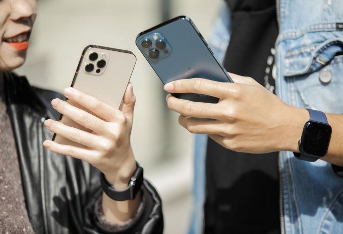 Nhân dịp triển khai chương trình Tết, khách hàng có cơ hội mua iPhone 12 với giá ưu đãi tại Hoàng Hà  Mobile. Ảnh: Hoàng Hà Mobile.