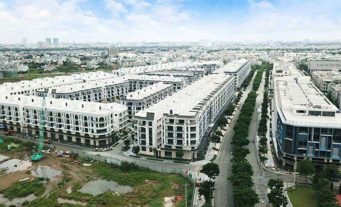Những dãy nhà liền thổ xây sẵn tại một dự án thuộc TP Thủ Đức. Ảnh: Đại Phúc.