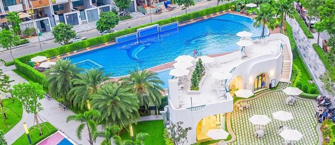 Khu vui chơi, hồ bơi khu đô thị Vạn Phúc cũng phủ nhiều cây xanh. Ảnh: Vạn Phúc.