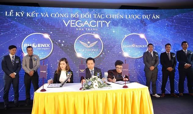 Lễ ký kết đối tác chiến lược giữa đại diện Công ty Cổ phần Vega City, Công ty Phoenix Property và Newstargroup. Ảnh: Vega City.