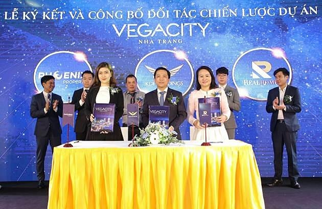 Lễ ký kết đối tác chiến lược giữa đại diện Công ty Cổ phần Vega City, Công ty Phoenix Property và Realhomes. Ảnh: Vega City.