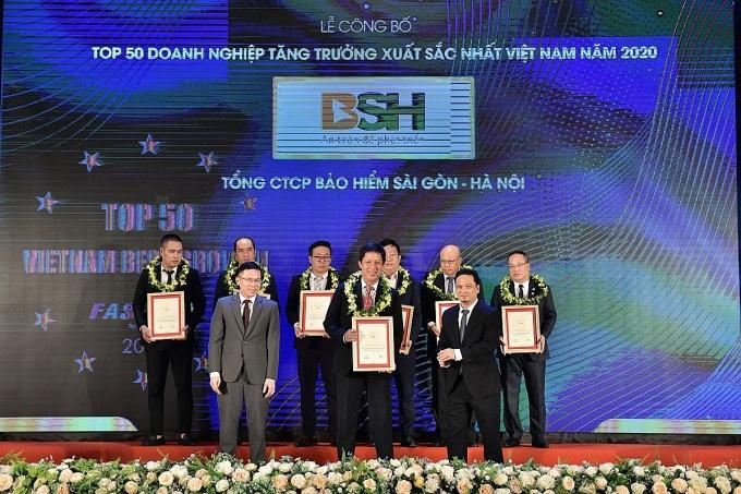 BSH nhận bằng khen Top 50 doanh nghiệp xuất sắc.