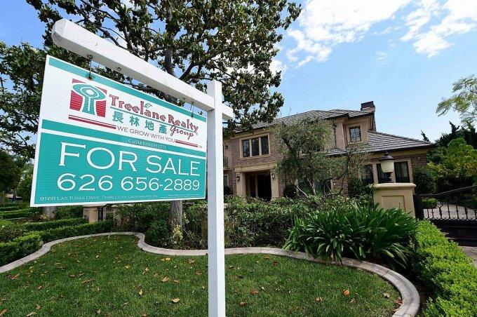 Một căn nhà được rao bán tại Arcadia (California, Mỹ). Ảnh: AFP