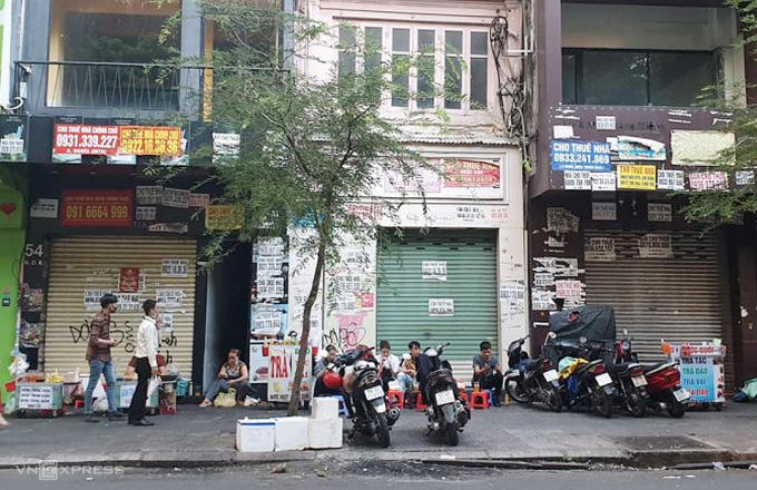 Sau một năm các căn nhà phố mặt tiền khu trung tâm quận 1 vẫn trong tình trạng chào thuê. Ảnh: Minh Lê.