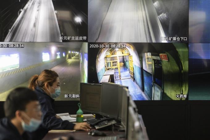 Hình ảnh trên camera giám sát tại mỏ than ở Sơn Tây, sử dụng công nghệ của Huawei. Ảnh: Bloomberg