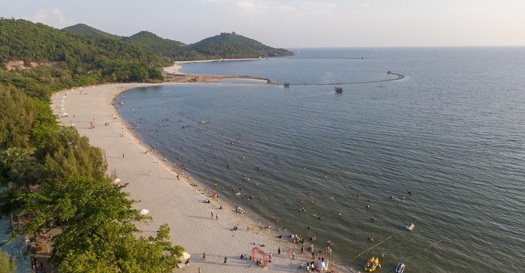 Các bãi tắm cát trắng mịn cùng nhiều danh thắng là điều kiện để Hà Tiên đáp ưng nhu cầu sở hữu second home biển. Ảnh: Hoàng Giám.