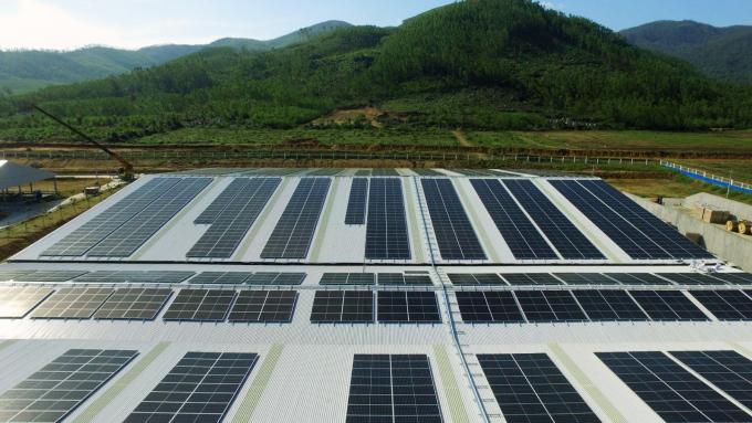 Dự kiến đến cuối 2021, hệ thống năng lượng mặt trời sẽ được Vinamilk triển khai trên tất cả 12 trang trại cả nước.