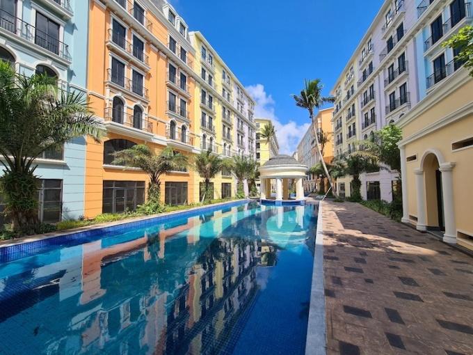 Shoptel Phu Quoc Marina Square mang phong cách Địa Trung Hải.