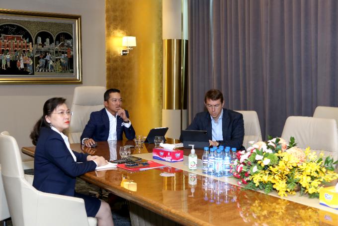 Ông Nguyễn Hoài Nam (giữa) - Phó tổng giám đốc CityLand chia sẻ tại Hội nghị các nhà lãnh đạo quốc tế. Ảnh: CityLand.
