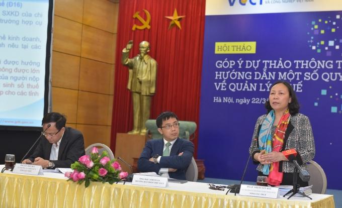 Bà Lê Thị Duyên Hải, Vụ trưởng Kê khai và Kế toán thuế (Tổng cục thuế) chia sẻ tại hội thảo 22/3. Ảnh: VCCI.