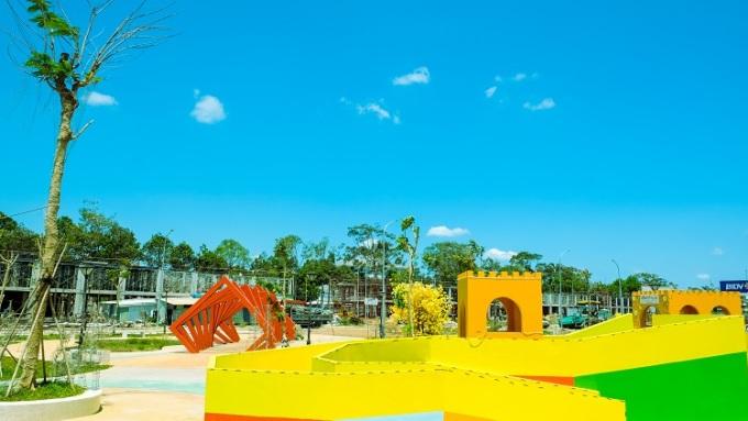 Tiện ích công viên, khu vui chơi thiếu nhi đã hiện hữu tại TNR Amaluna. Với tốc độ xây dựng nhanh, TNR Amaluna được kỳ vọng sau khi hình thành sẽ trở thành điểm sáng thương mại tại trung tâm thành phố Trà Vinh.