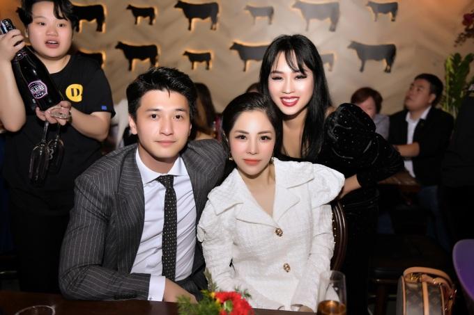 Diễn viên Huỳnh Anh tới buổi tiệc cùng bạn gái - MC Lan Phương.