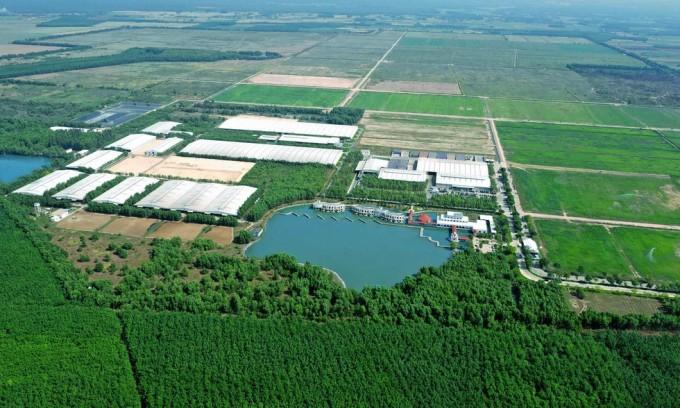 Toàn cảnh Trang Trại Sinh Thái Vinamilk Green Farm Tây Ninh với 9 hồ nước điều hoà khí hậu, tạo ra không gian mát mẻ ngay cả trong mùa nắng nóng cao điểm - Ảnh: Hoàng Gia.