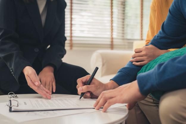 bạn cần tìm hiểu cụ thể các quyền lợi của mình khi mua bảo hiểm để biết được các quyền cơ bản, tổng quyền lợi, mức chi trả, mức lãi suất...