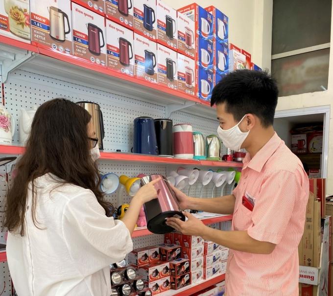 Các sản phẩm gia dụng như: ấm đun, vợt muỗi, ổ cắm, phích cắm,...luôn đảm bảo an toàn cho người sử dụng.