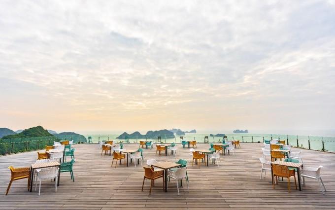 Sky Bar - nơi mang tới cho bạn cảm giác thư thái ngắm vịnh Lan Hạ.