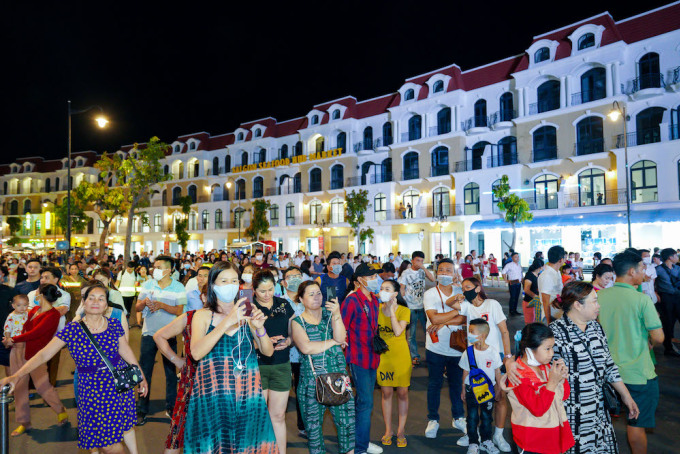 According to Huynh Quang Hung, Chairman of Phu Quoc City People's Committee, the opening of the super-complex Phu Quoc United Center is an important milestone for island city tourism.  This can be seen as a project to help the city compare with and compete with major tourist centers of Vietnam and even the world.